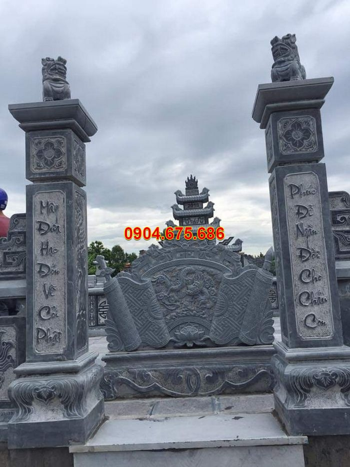 Mẫu cột cổng đá xanh nguyên khối chạm khắc hoa văn đẹp