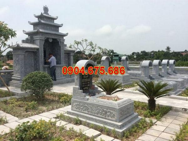 mộ đá xanh rêu mái vòm