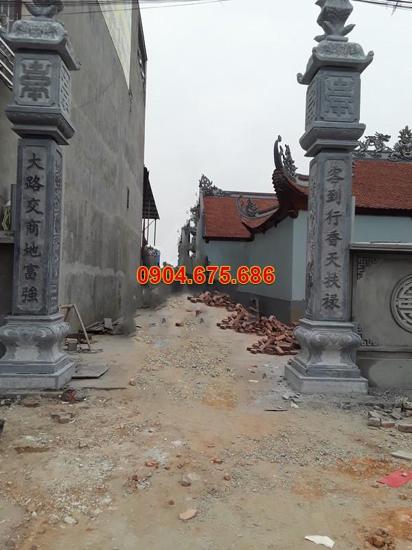 Cột trụ nhà từ đường bằng đá