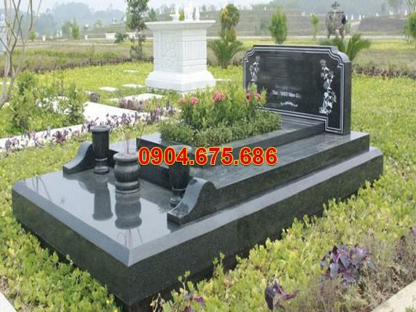 Nhà mồ đá hoa cương ở Tiền Giang