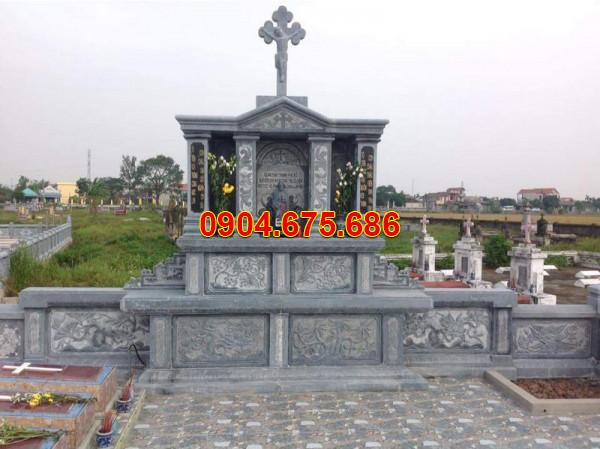 Lăng mộ đá công giáo trong nghĩa trang công giáo