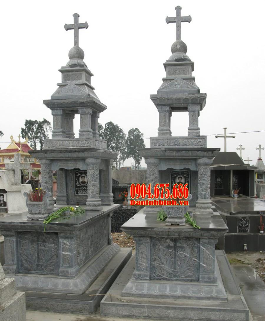Thiết kế mộ công giáo có mái che bia đá và bát hương