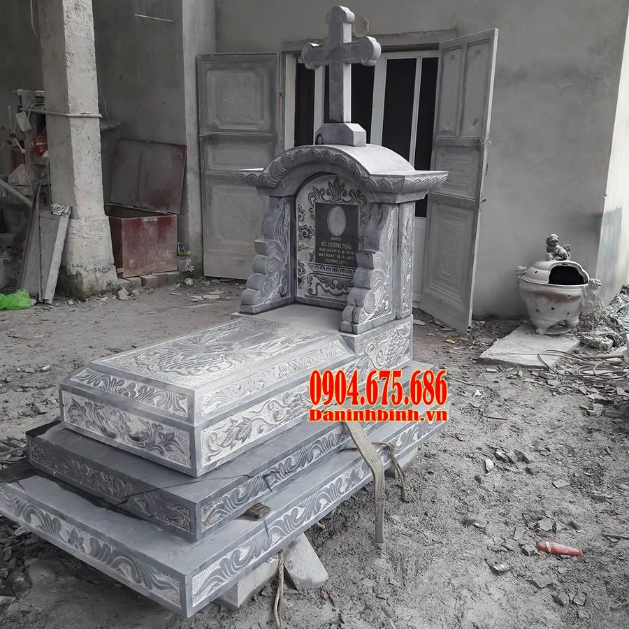 Mẫu mộ công giáo giật tam cấp đẹp