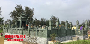 Khu lăng mộ đá xanh rêu