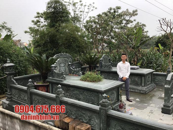 lăng mộ bằng đá xanh rêu