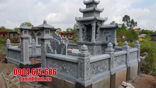 khu lăng mộ bằng đá xanh