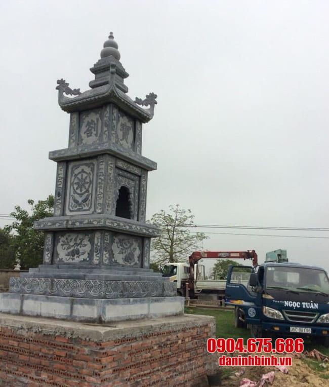 mẫu mộ tháp đá lắp đặt tại Long An