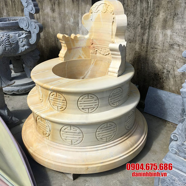 hình ảnh mộ được làm từ đá vàng