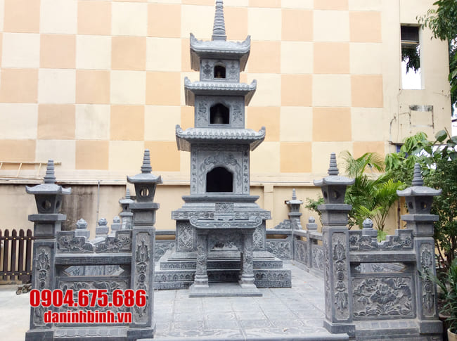 mộ tháp bằng đá tại Bình Định