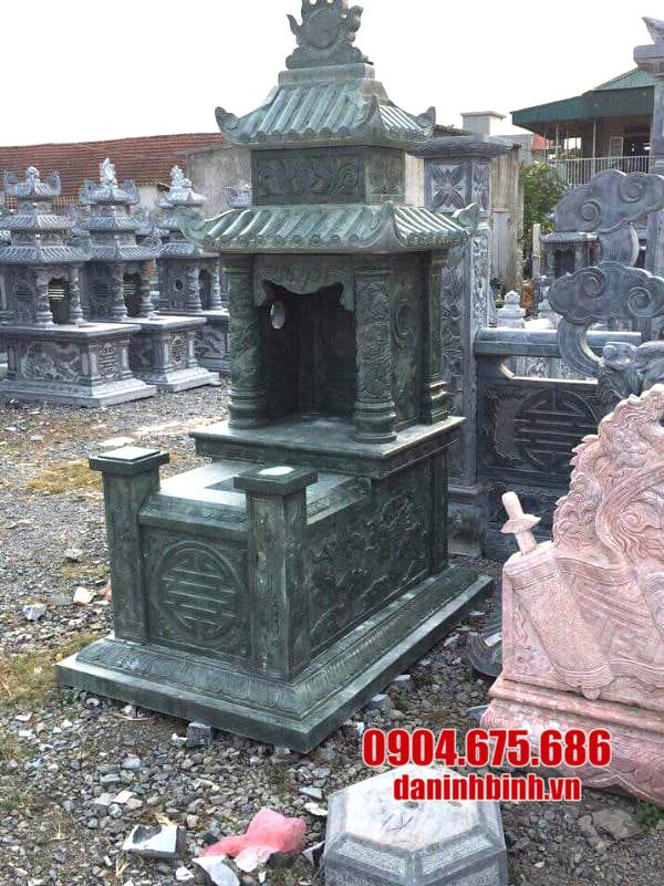 Khu mộ bằng đá xanh rêu đẹp