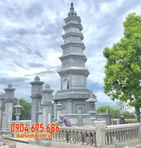 ảnh mộ tháp sư bằng đá lắp đặt tại Hậu Giang